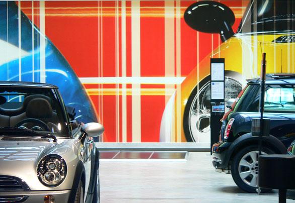 ventajas del alquiler de coches conectados: ahorro y seguridad.