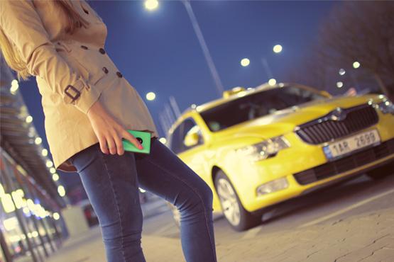 La tecnología GSM conectada a los dispositivos móviles de los usuarios, nos permite tener un coche conectado